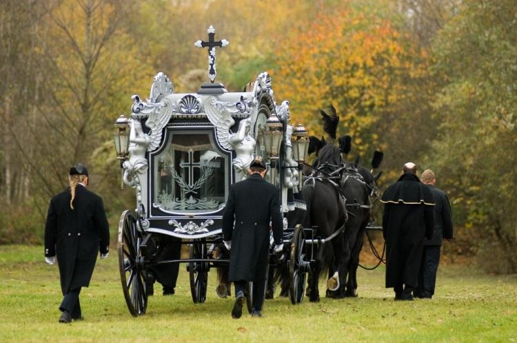 Potřebujete vyřídit pohřeb  Naše pohřební služba HELFI poskytuje komplexní pohřební  služby cdaa3660ab